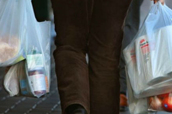 Article image for Woolies plastic bag ban: 'What a load of crap!'