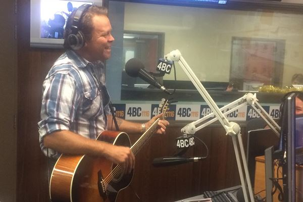 Article image for Country music star Troy Cassar-Daley joins Ray Hadley in studio