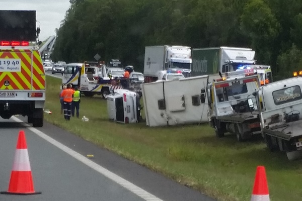 Article image for Car and motorhome accident on the Bruce Highway