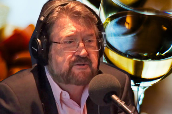 Article image for Senator Derryn Hinch takes a tumble