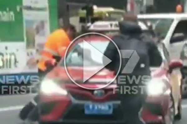 Article image for WATCH | Violent road rage incident stops traffic