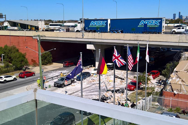 Article image for Truck crash on Gateway Motorway sees cars showered in debris