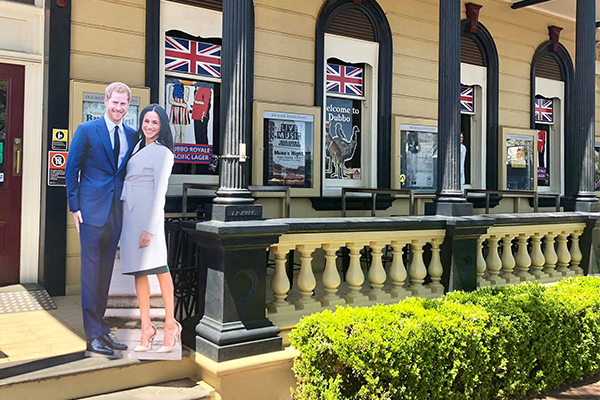 Article image for Dubbo pub cracks open a special surprise for the royal visit