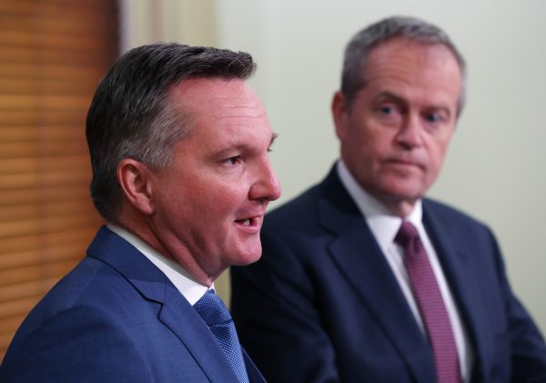 Article image for Labor victory would hit economic growth, expert says