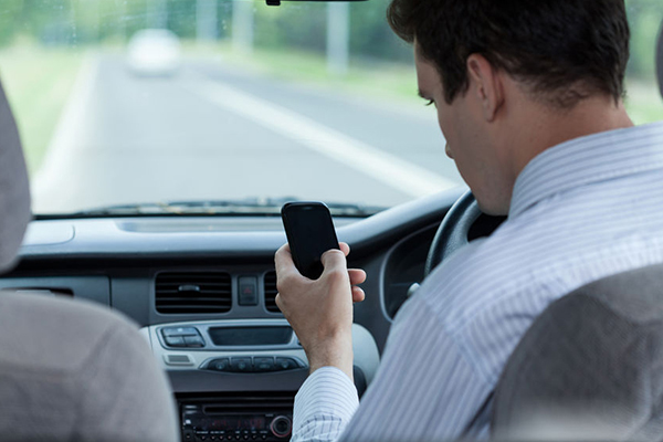 Article image for Former policeman floats stricter penalty for drivers using mobile phones