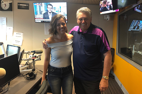 Article image for Country music star thrills Ray Hadley with stories of her Tinder escapades