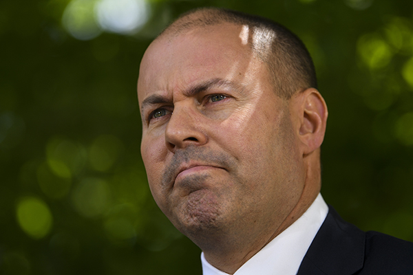 Article image for Labor wants election to be 'referendum on wage growth', Treasurer says bring it on
