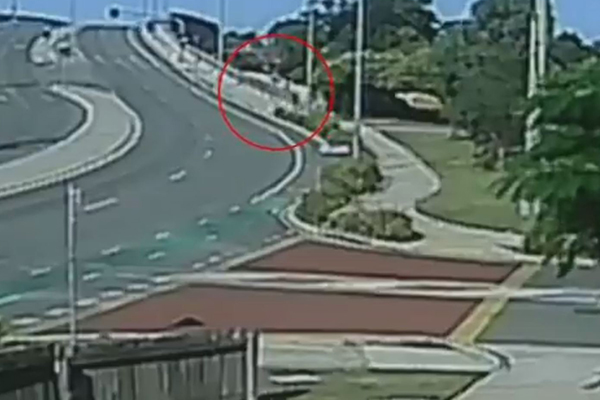 Article image for CCTV shows man attacking 11yo girl at Lawnton