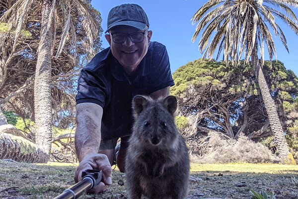 Article image for WATCH | John Stanley nails the perfect quokka selfie