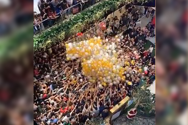 Article image for Shoppers injured in balloon drop crowd crush