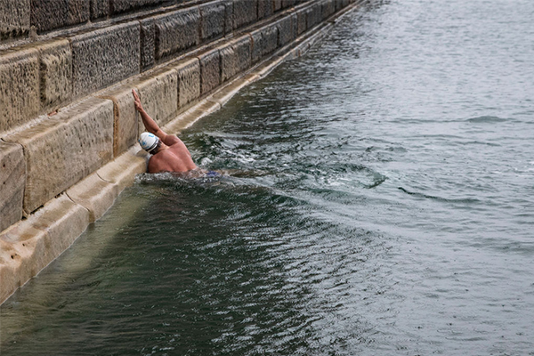 Article image for How an Aussie outback grazier is training to swim the English Channel