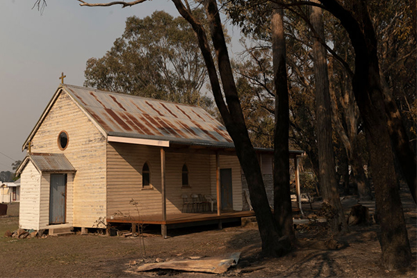Article image for Employment Minister says bushfire-affected businesses will have access to grants within weeks