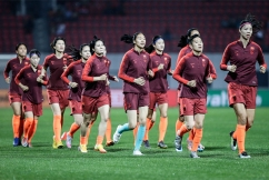 Medical expert 'would be happy' to stay in same hotel as quarantined Chinese soccer team