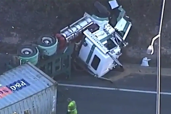 Article image for Major delays after truck blocks QLD highway