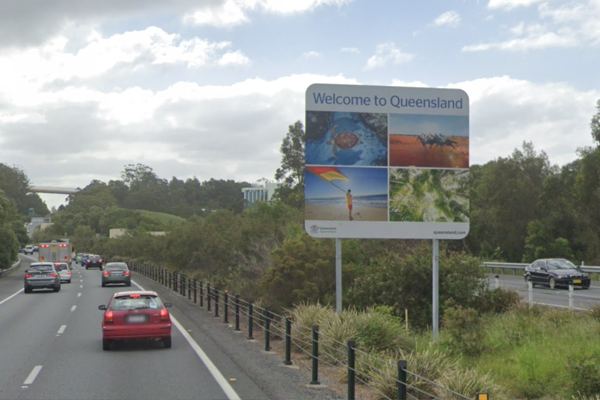 Article image for Traffic flow at Queensland-NSW border steady despite online glitches