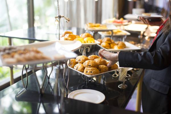 Article image for Tourism and hospitality operators want buffets back on the menu