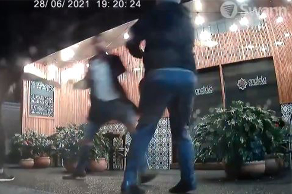 Article image for Ray Hadley lambasts couple allegedly attacking owner, refusing QR code