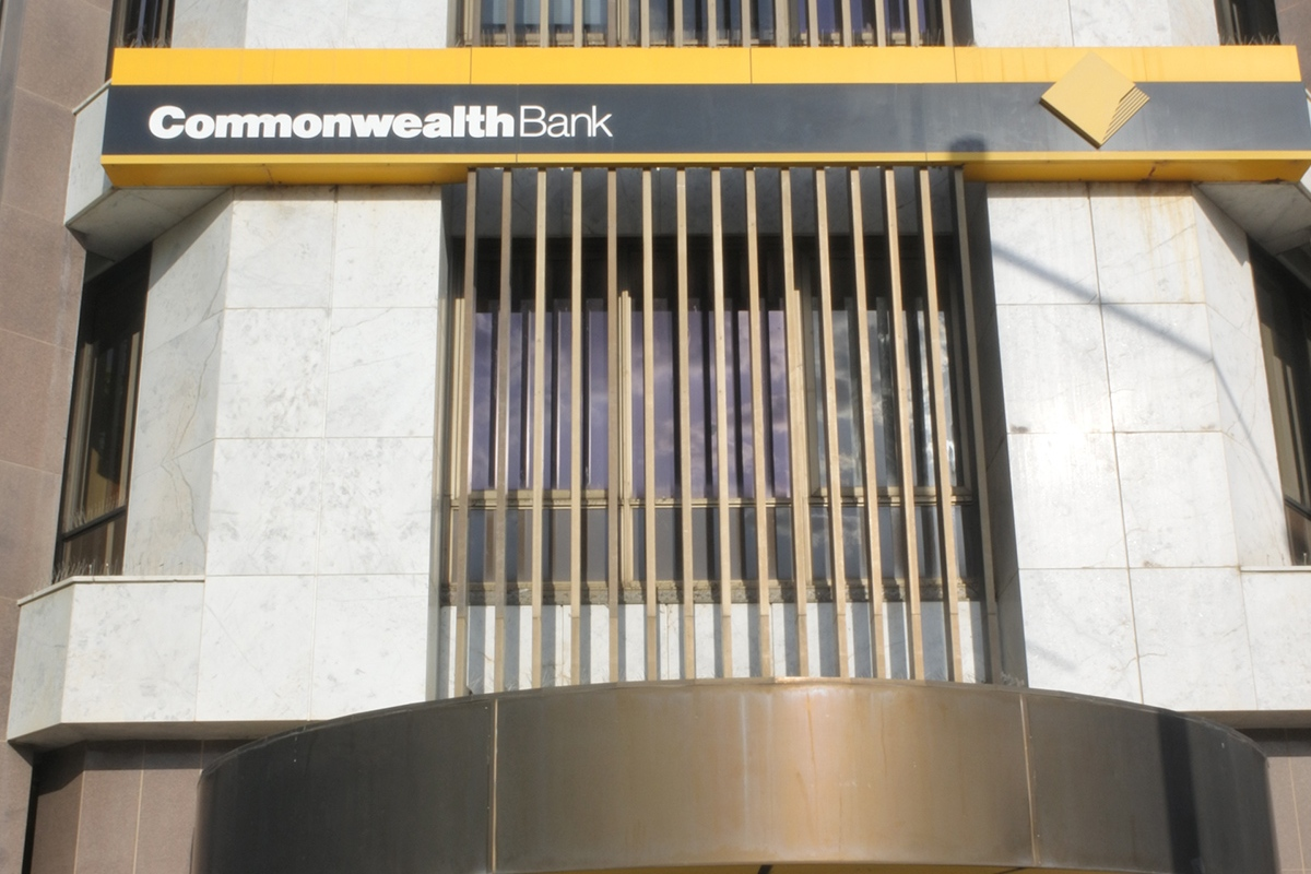Article image for Commbank 'urgently' scrambling to resolve service outages