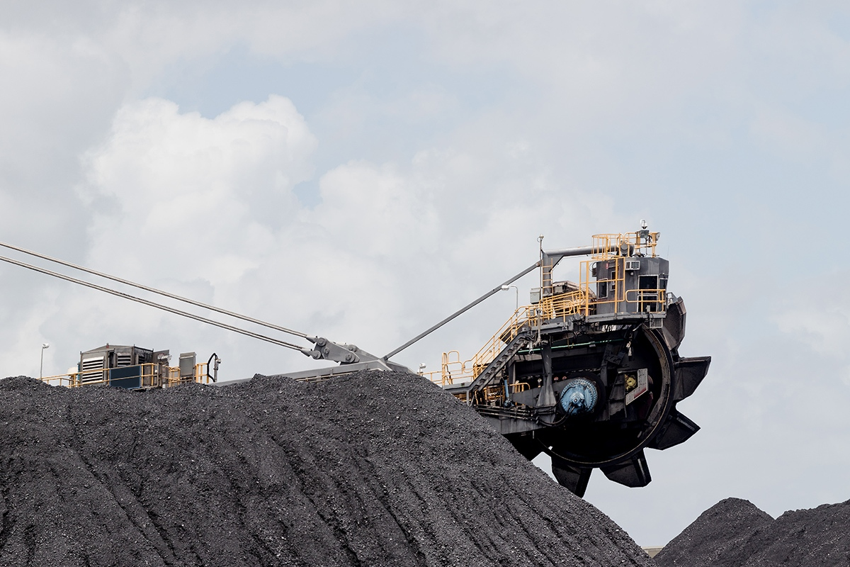 Article image for Adani boss gives pollies ultimatum as first coal stuck at controversial mine