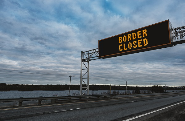 Article image for Queensland eases local restrictions, slams NSW border shut