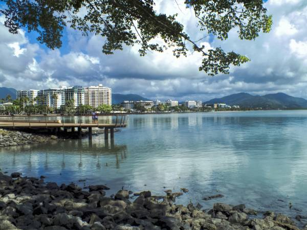 Article image for Cairns in lockdown: Tourism industry in despair over latest 'dive'