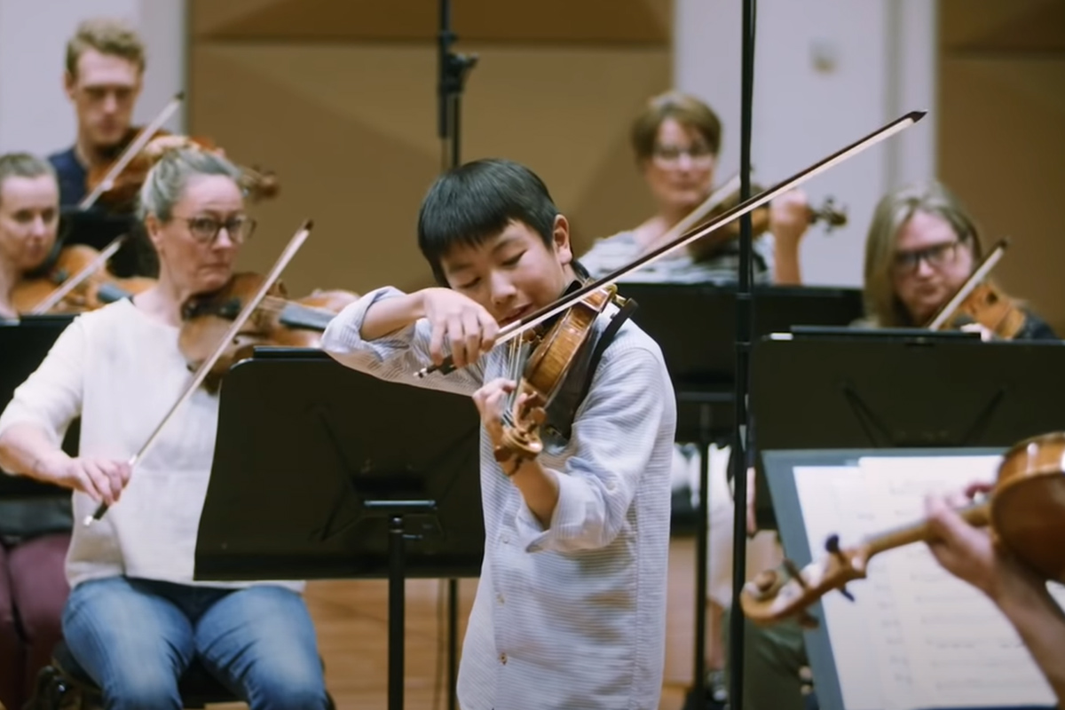 Article image for Young prodigy gives impromptu violin concert on-air