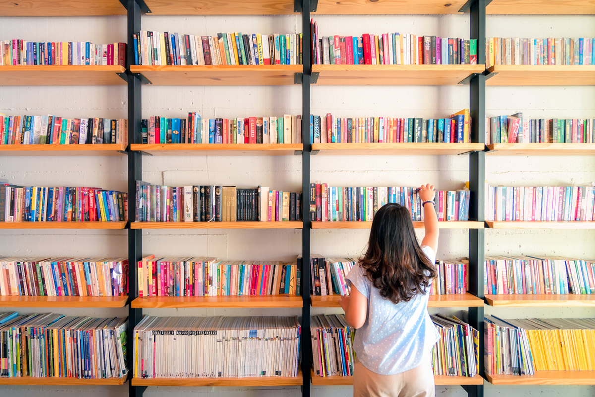 Article image for Aussies pushed to pick up a book as literacy dips